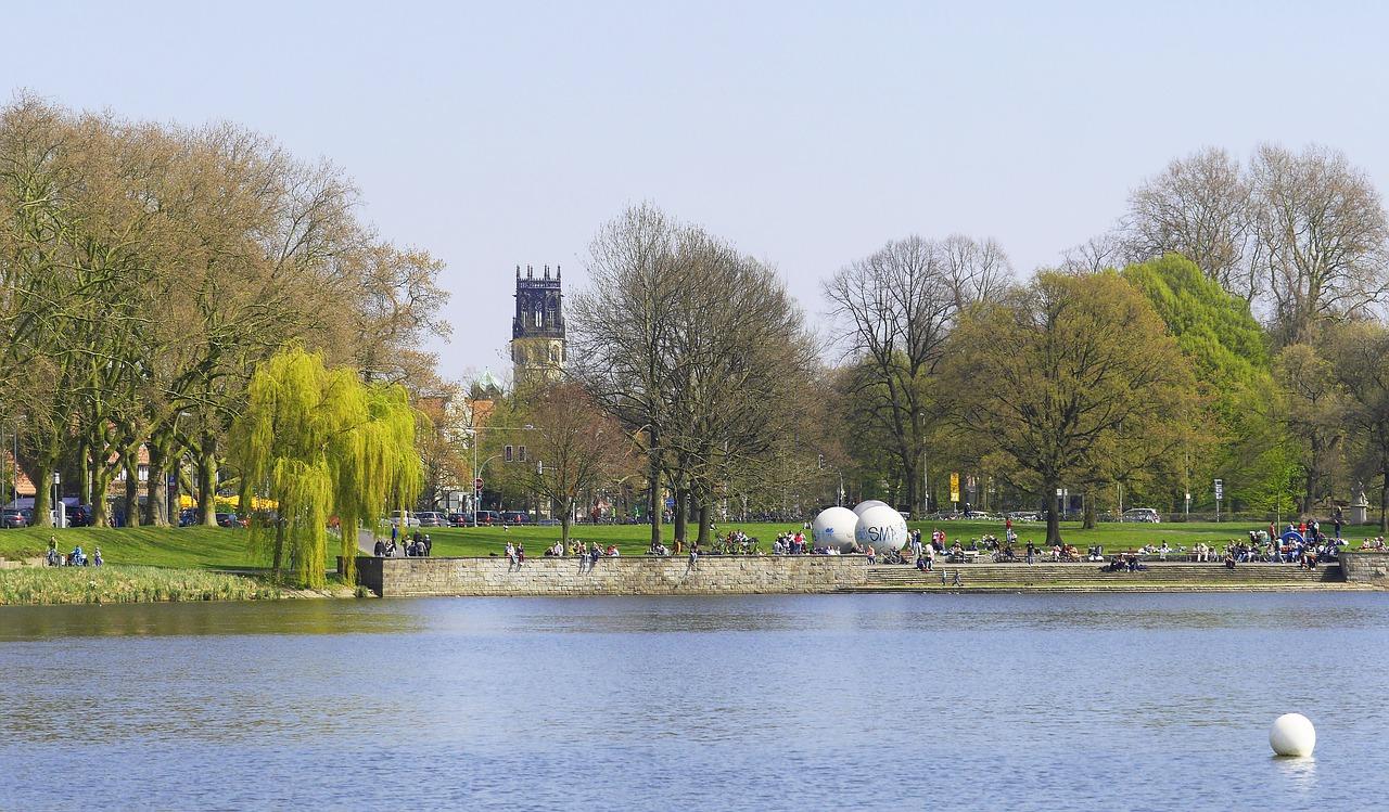 Unweit der Innenstadt trifft man in Münster auf ein herrliches Stück Natur: der Aasee