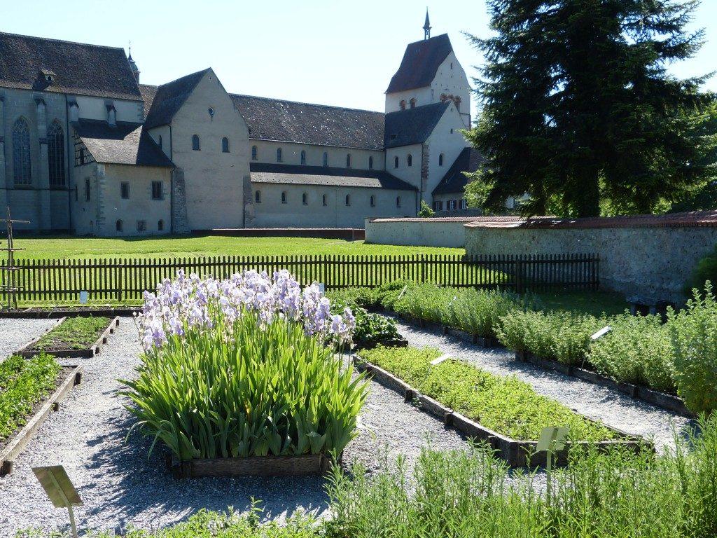 Kräutergarten nach Walahfrid Strabo am Münster St. Maria und Markus auf der Insel Reichenau