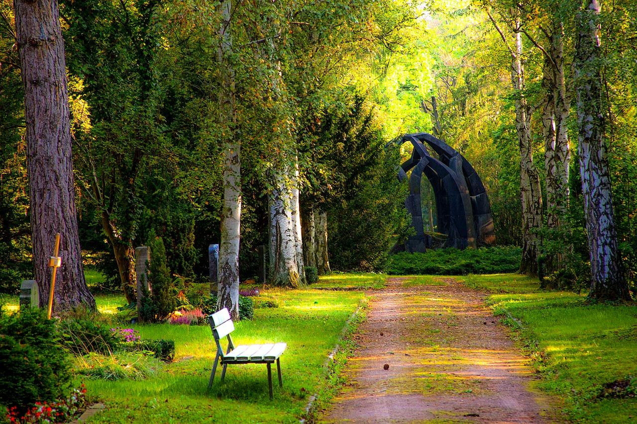 Der Friedhof ist für Trauernde häufig eine heilsame Anlaufstelle.