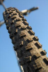 Reifen kontrollieren beim Fahrrad-Frühlingscheck