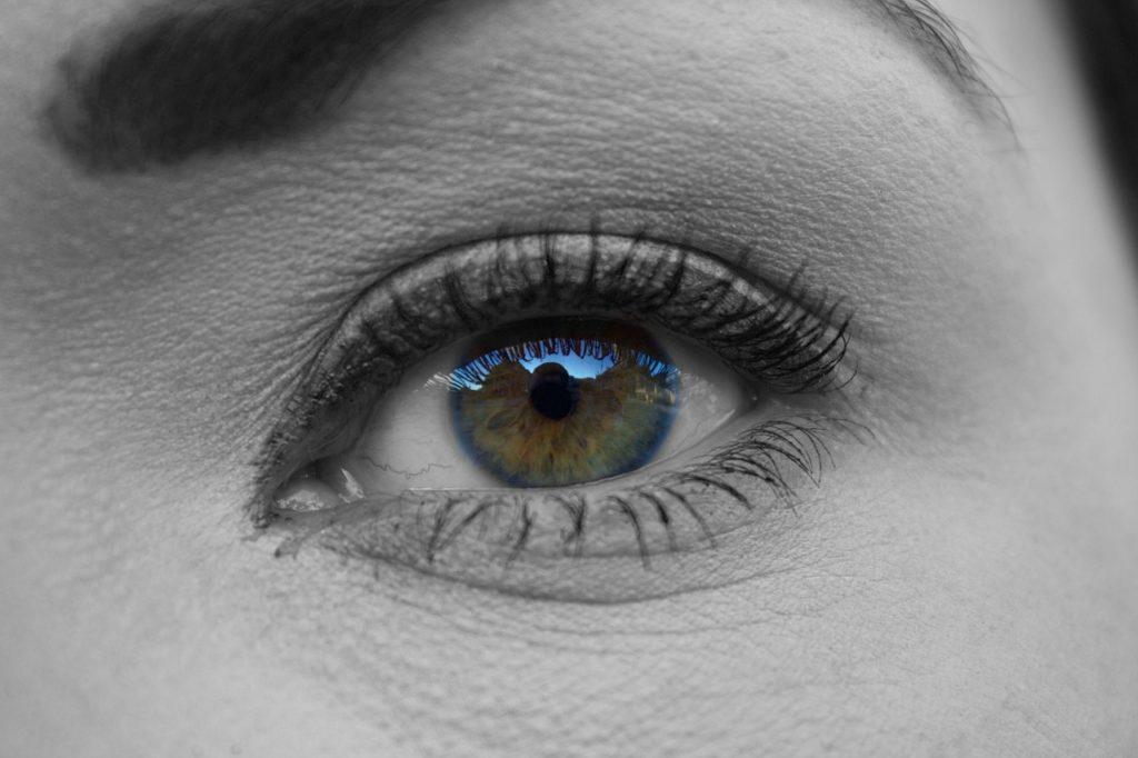 Eine Wimpernwelle verleiht den eigenen Wimpern mehr Schwung.
