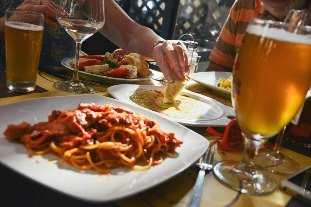 Gewicht verliert man eher, wenn man allein isst.
