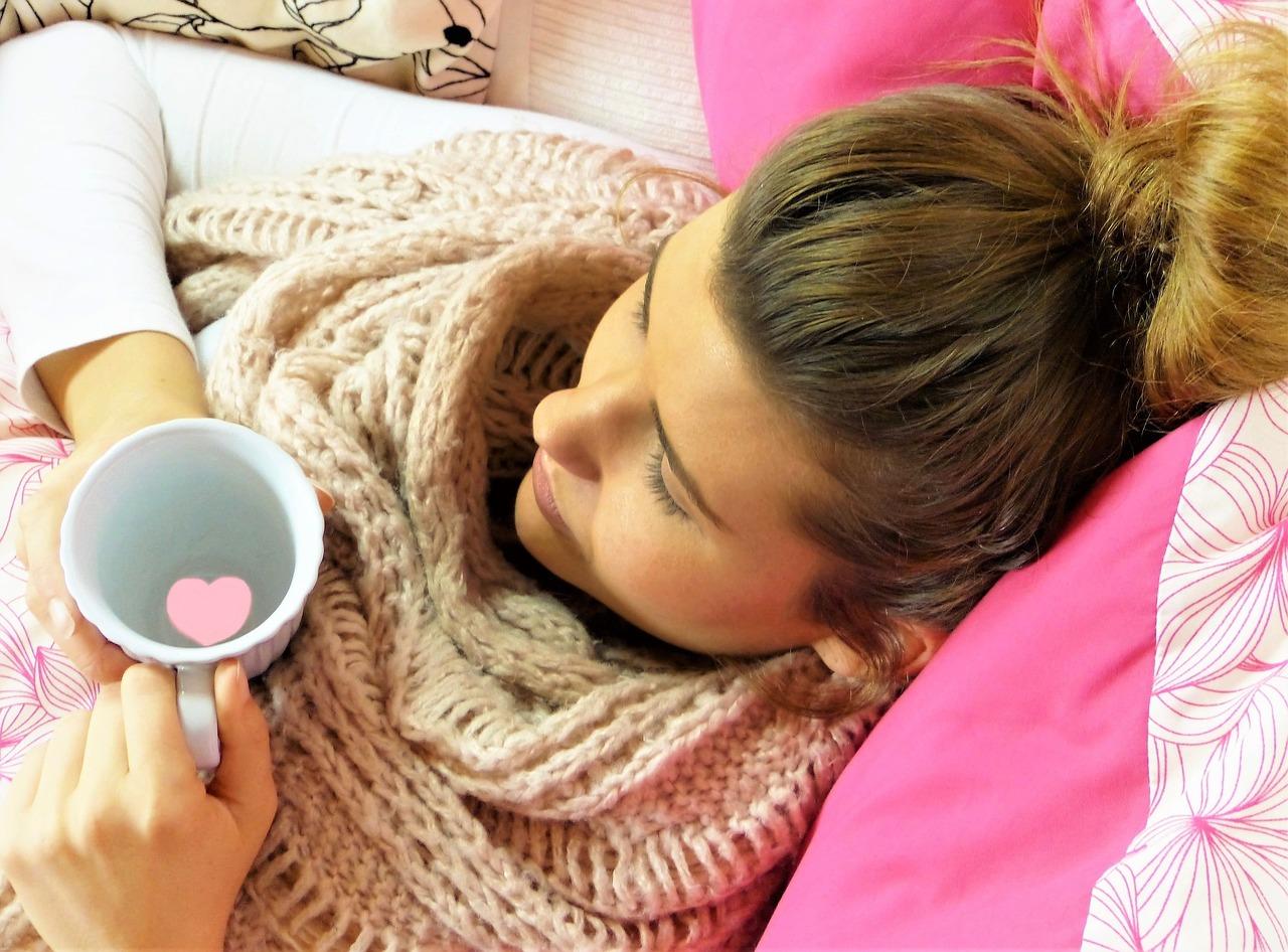 Erkältung, frau im Bett