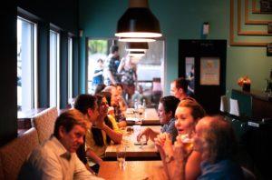 Menschen in einem Café