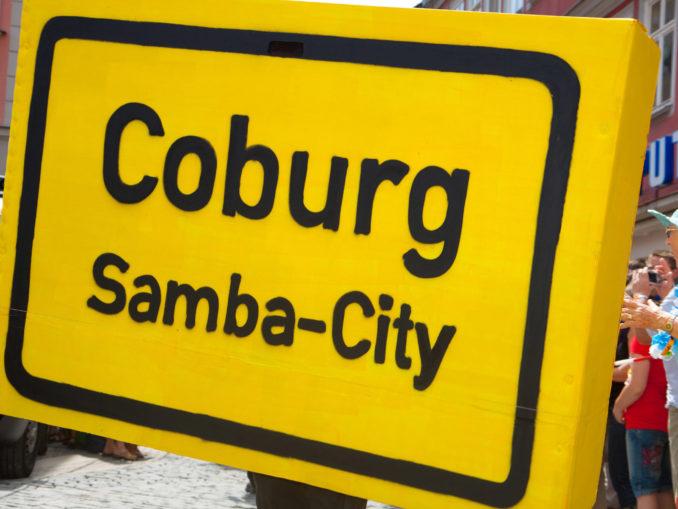 """Schild mit der Aufschrift """"Coburg Samba-City"""""""